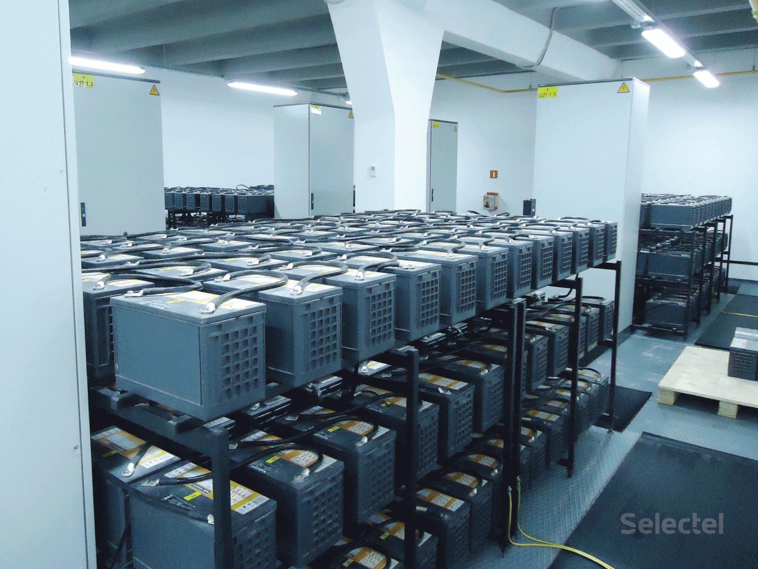 Электропитание дата-центра от АКБ (аккумуляторных батарей) в ЦОД Selectel